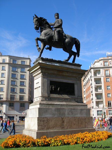 Statue of General Marqués del Duero